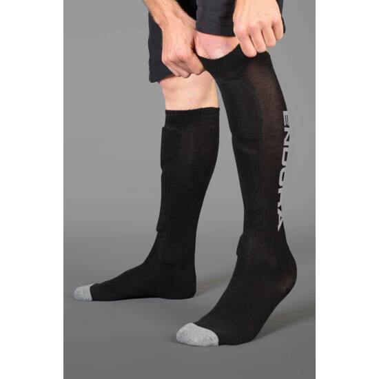 Endura SingleTrack Shin Guard Sock - védőzokni